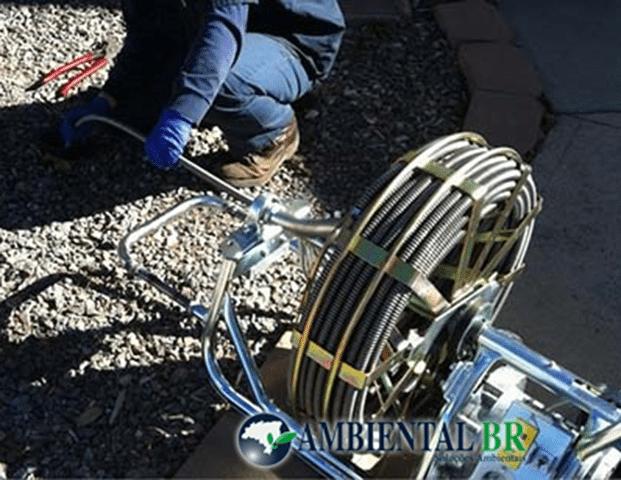 Método de desentupimento com equipamento roto rooter