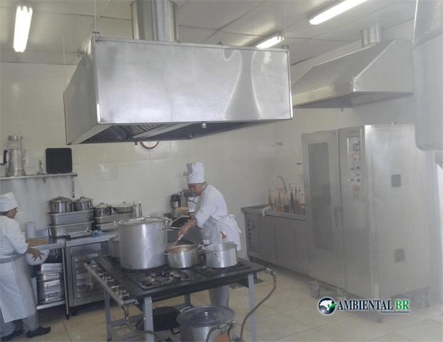 Desentupidora de coifas revisa sistema exaustor de cozinhas industriais
